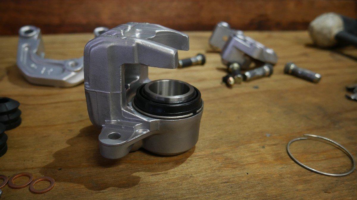 Rebuilding Brake calipers CX500 honda cafe racer