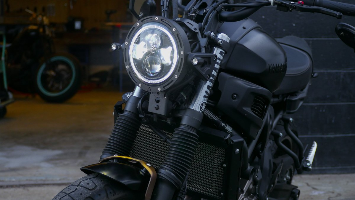 LED headlight swap XSR700 fender trim tail tidy